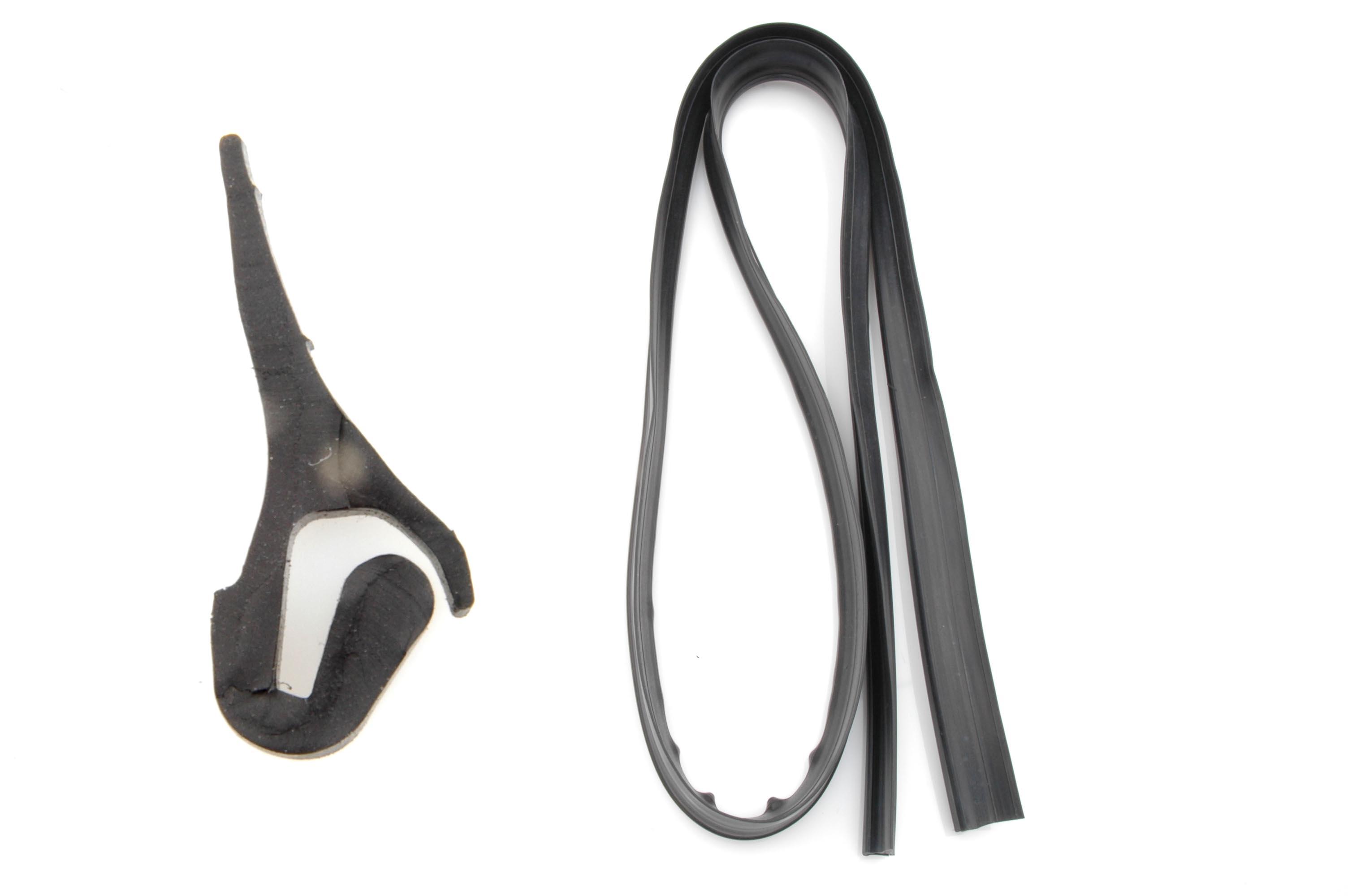 Porte de coffre AR: Caoutchouc inf. de lunette.